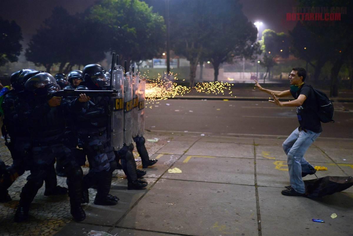 شلیک به معترض - ریو دو ژانیرو برزیل