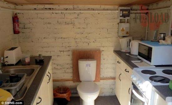 توالت در آشپزخانه